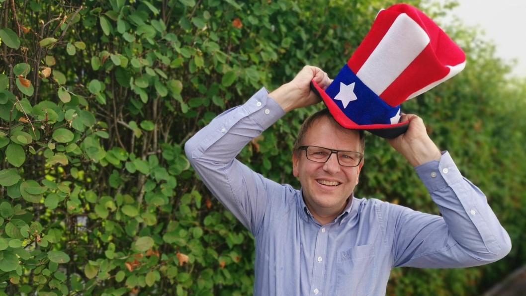SÅ HATTEN PASSER: Helge Marstrander skal de tre neste årene arbeide ved Generalkonsulatet i San Francisco.