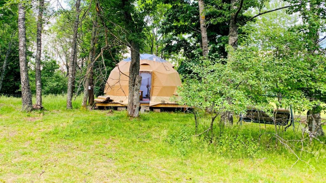 «HOTELT»: Et par hundre meter fra «Gården på Svartskog» finner du nyheten «Teltet på Svartskog».