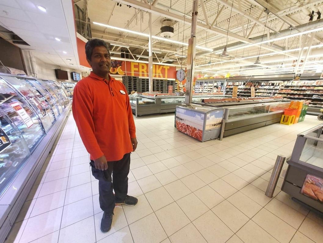 GLEDER SEG: Butikksjef Sivasambu Loganathan i Extra Sofiemyr gleder seg til å vise fram flunkende ny butikk om drøye to måneder.
