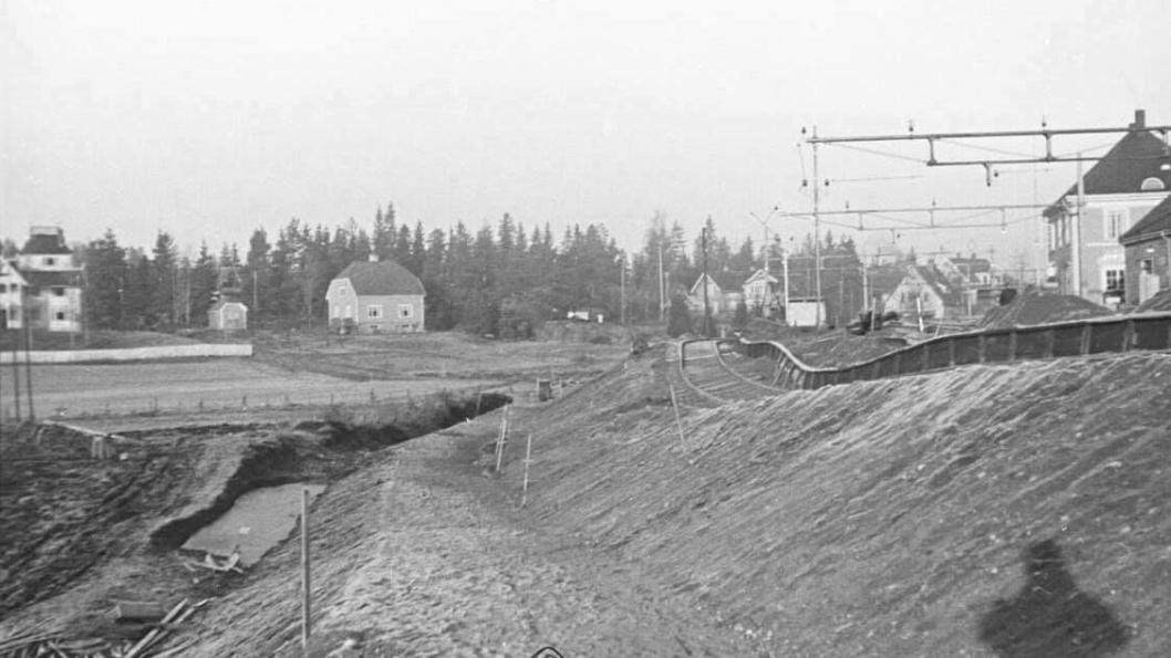 LØSMASSESKRED VED KOLBOTN STASJON: Bildet viser utglidning av løsmassene ved Kolbotn stasjon i 1936.