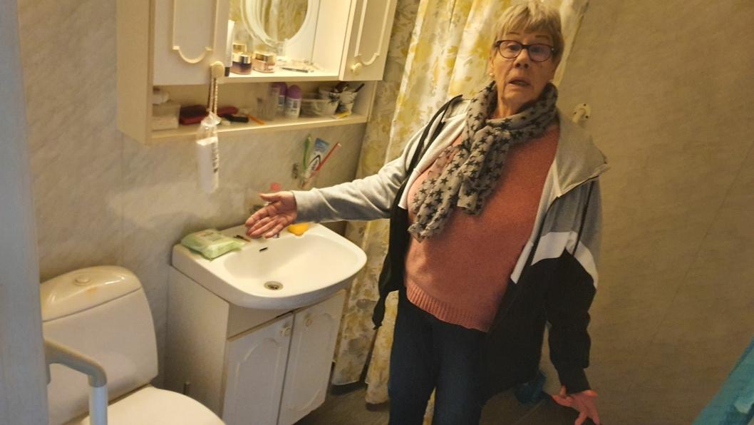 OPPLEVER SOM TUNGVINT: – Når det oppstår problemer med noe, er det nå ikke lett å få løst dette like raskt som før, sier Eva Skogen (73), som har bodd i Kornmoveien 16 i 16 år.