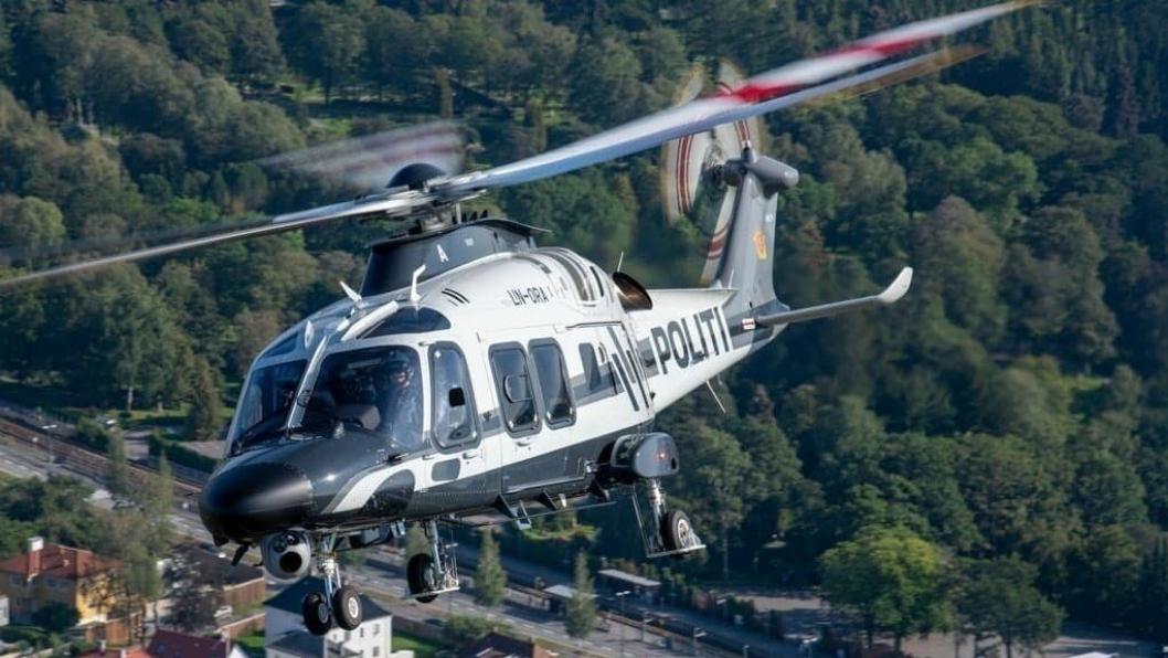 ITALIENEREN: Det var for ett år siden at politiet mottok tre nye helikoptre, og de italienske AW169-maskinene har ikke skuffet. Ett av disse helikoptrene kan du se over Taraldrud på mandag.