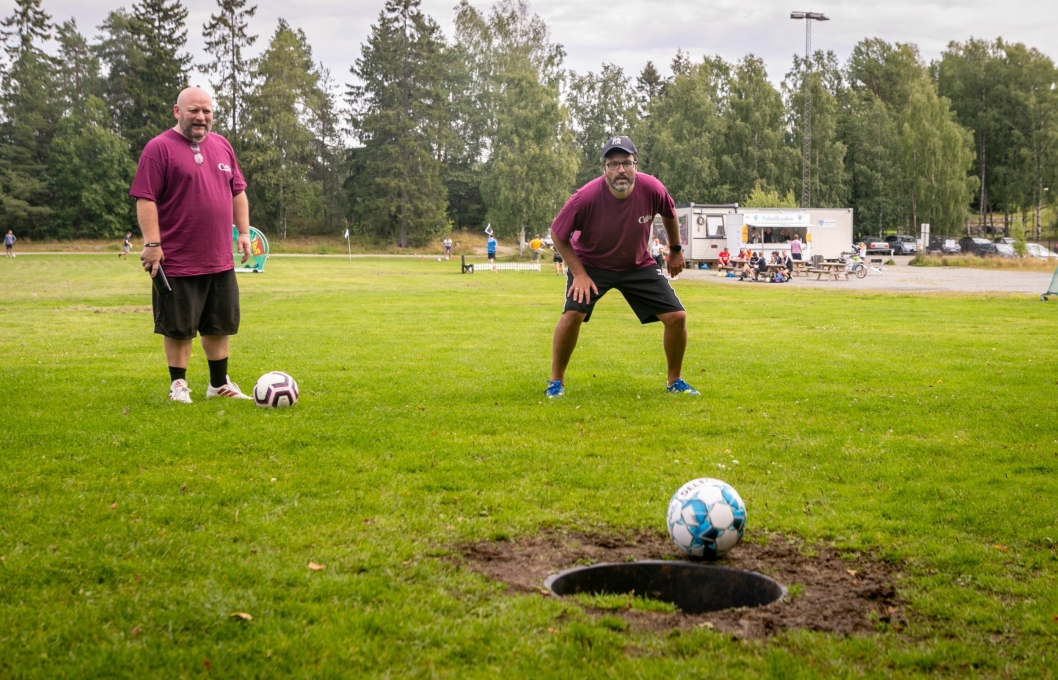 RETT I KOPPEN: Knut Erik Sturm hadde full kontroll på denne putten.