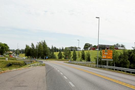 HIT, MEN IKKE LENGER: Bildet er tatt fra Oslo, og man kan kjøre inn i rundkjøringen og videre til Ski eller Ås, men ikke i retning Askim når prosjektet starter fredag 28. august 18.00.