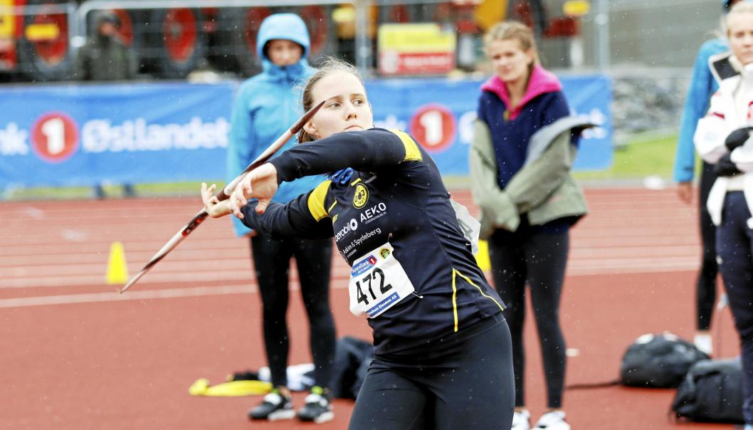 SESONGDEBUTEN UTSATT: Vibeke Engen (18) har ennå ikke sesongdebutert. Hun var på junior NM i Kristiansand, men sykdom gjorde at hun ikke konkurrerte i sørlandsbyen.