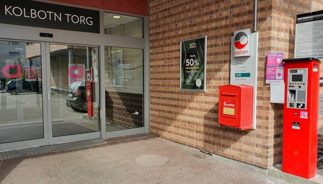 FIKK NYE AUTOMATER: Aimo Park, som drifter parkeringen på Kolbotn torg, valgte å erstatte de gamle parkeringsautomatene med de nye maskinene i begynnelsen av juli. Foto: Yana Stubberudlien