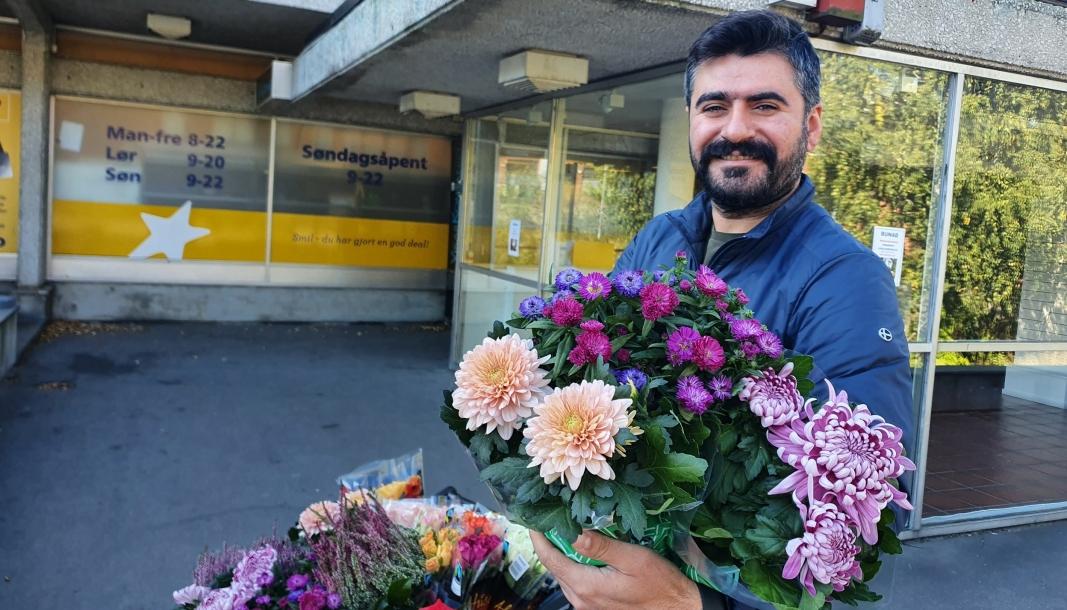 UTVIDER MED BLOMSTERBUTIKK: Feridun Ugur håper mange vil besøke den nye blomsterbutikken som skal åpne i Kolbotnveien 7. Foto: Yana Stubberudlien