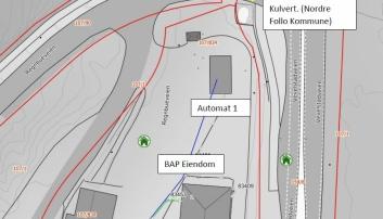 Kart med tomtegrenser som viser BAP Eiendoms tomt i midten og hovedvei med kulverten til Nordre Follo Kommune på østsiden.