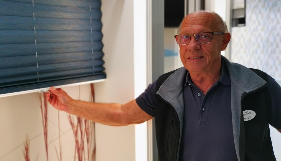 SOLSKJERMING: Sven Gudbrandsen kan konstatere at solskjerming har blitt en veldig stor varekategori i butikken på Sofiemyr senter.