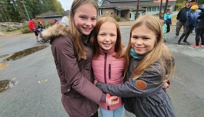 HAR VÆRT BESTEVENNER I FEM ÅR: – Vær så snill å ikke splitte oss, sier Johanne (9), Malin (9) og Iris (10) fra Tårnåsen skole.