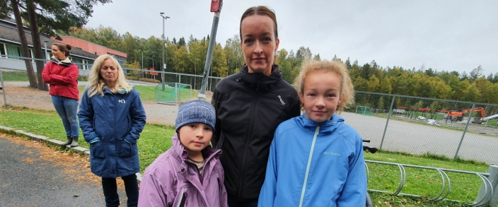 – HELT FEIL REKKEFØLGE: Tobarnsmor Renate Dancke (42) fra Augestadveien mener kommunen bør løse skolekabalen før de endrer skolekretsgrensene.