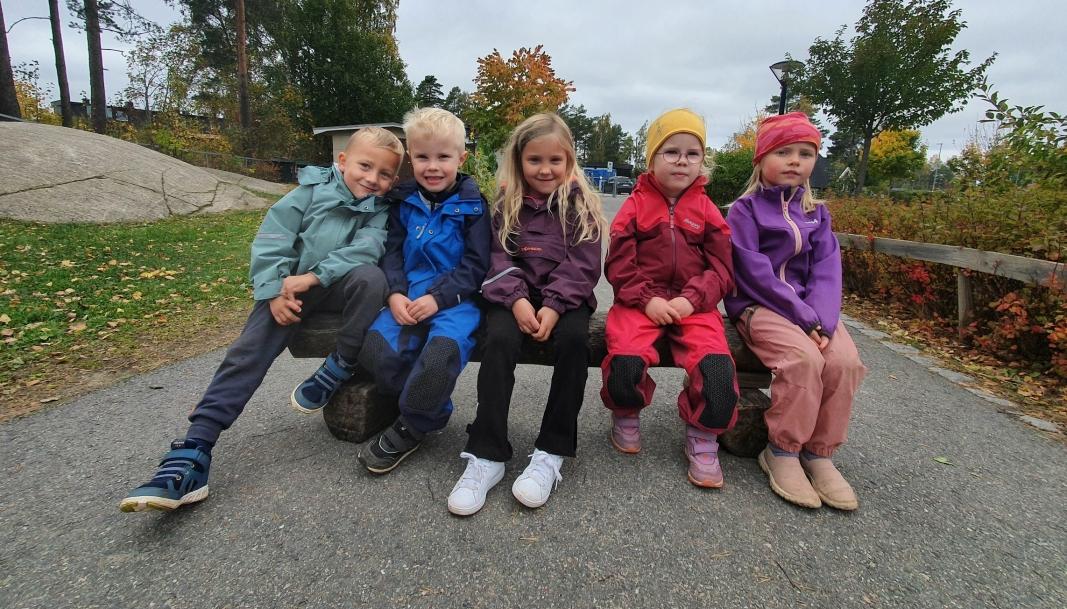 GLAD I HONNING OG BIER: Femåringene Maxander, Edwin, Andrea, Ellinor og Frida.