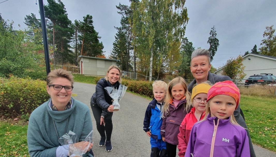 BESØKTE BARNEHAGEN: Både ordfører Hanne Opdan og utvalgsleder Camilla Hille var innom Hareveien barnehage mandag 28. september. Foto: Yana Stubberudlien