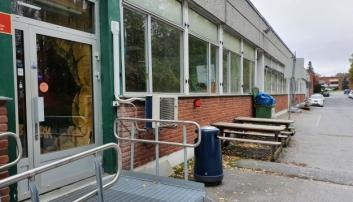 FLØISBONNVEIEN 5: Padelsenteret skal åpnes i de tidligere lokalene til Sprett aktivitetespark og Hurlumheihuset, som ligger like ved Fløysbonn gård på Sofiemyr. Foto: Yana Stubberudlien.