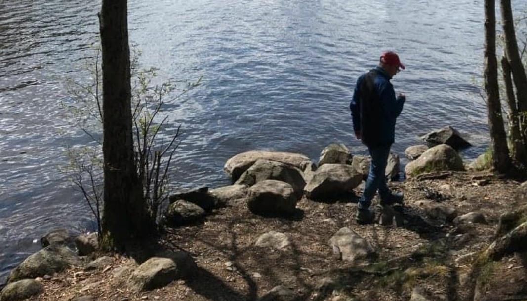 GODE MINNER: Lillian Bustnes Wittenberg sendte oss også bildet av mannen sin, som ble tatt ved Gjersjøen i april i år, da de var på tur over Kantoråsen. Foto: Privat
