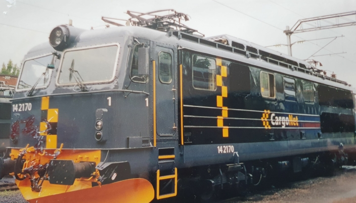 GRÅSVART: Etter at CargoNet overtok godstrafikken, ble Ørnulfs maskin lakket om i gråsvart Foto: Privat.