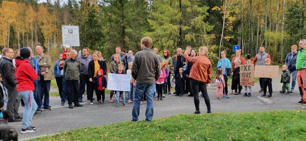 MØTTE POLITIKERNE I DAG: I dag, torsdag 8. oktober, var seks av lokalpolitikerne med oss i aksjonsgruppen på tur.