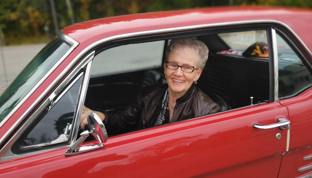 GIR GASS: Eva Brattvoll (75) er lidenskapelig bilinteressert.