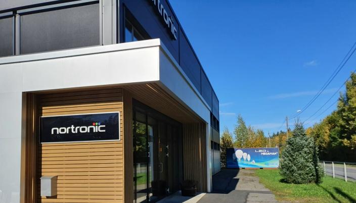 GA HJELPENDE HÅND TIL SKOLEN: Nortronic AS har 15 ansatte og holder til i Ormerudveien 129, rett ved kommunegrensen i nord. Foto: Yana Stubberudlien
