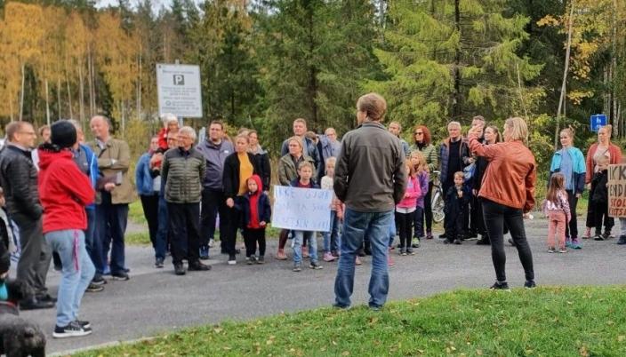 MØTTE LOKALPOLITIKERNE: Torsdag 8. oktober var seks av lokalpolitikerne med aksjonsgruppen på tur.