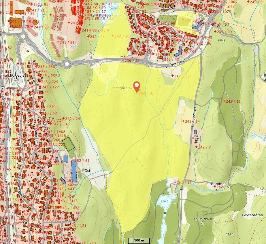ANBEFALES FOR SALG: Rådmannen anbefaler at den del av eiendommen som er avsatt til bebyggelsesformål i kommuneplanen skal selges.