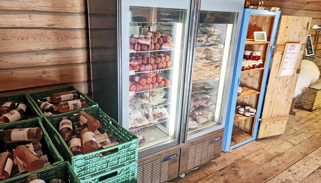 FRA PASCAL: Eplemost, kjøttvarer og plommeprodukter. Fryseren i gårdsbutikken er tidligere blitt brukt hos Pascal i Oslo.