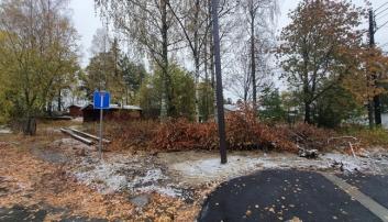 HOLBERGS VEI 2: Kommunen vil selge en tomt som regulert til offentlig bygg/barnehage for å muliggjøre en samlet utvikling av eiendommene i området.