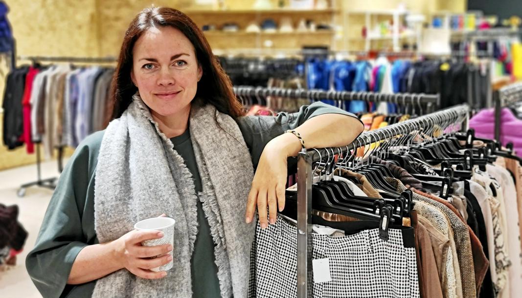 SVÆRT FORNØYD: Daglig leder Nora Charlotte Isachsen gleder seg masse til å vise frem den gjenbruksbutikken på Kolbotn torg.