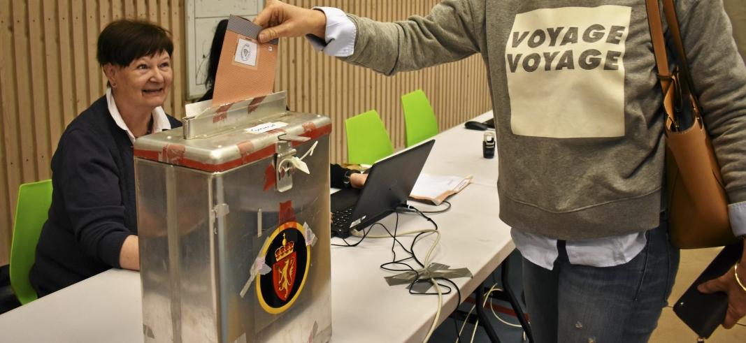 VALGDAGEN I 2017: Bildet er kun brukt som illustrasjon og viser en av innbyggerne som hadde stemt i valglokalet på Greverud for drøye tre år siden.