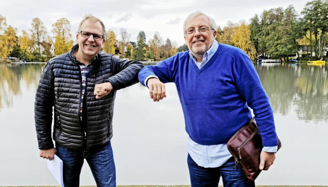 GOD TUR: Med en koronavennlig albue sier Bjørn Kløvstad (t.h.) god tur til partikollega Helge Marstrander.