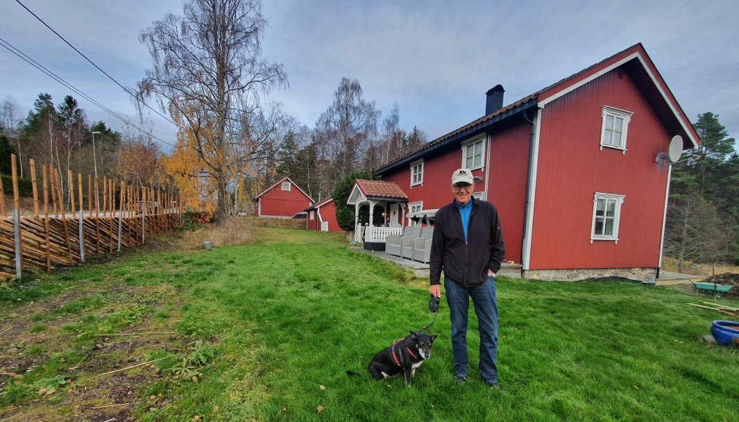 STOLT: – Besteforeldrene mine og min tante bodde på gården hele tiden. Tanten min ble nesten 100 år da hun døde her i 1998, sier Steinar Bjerke. Foto: Yana Stubberudlien
