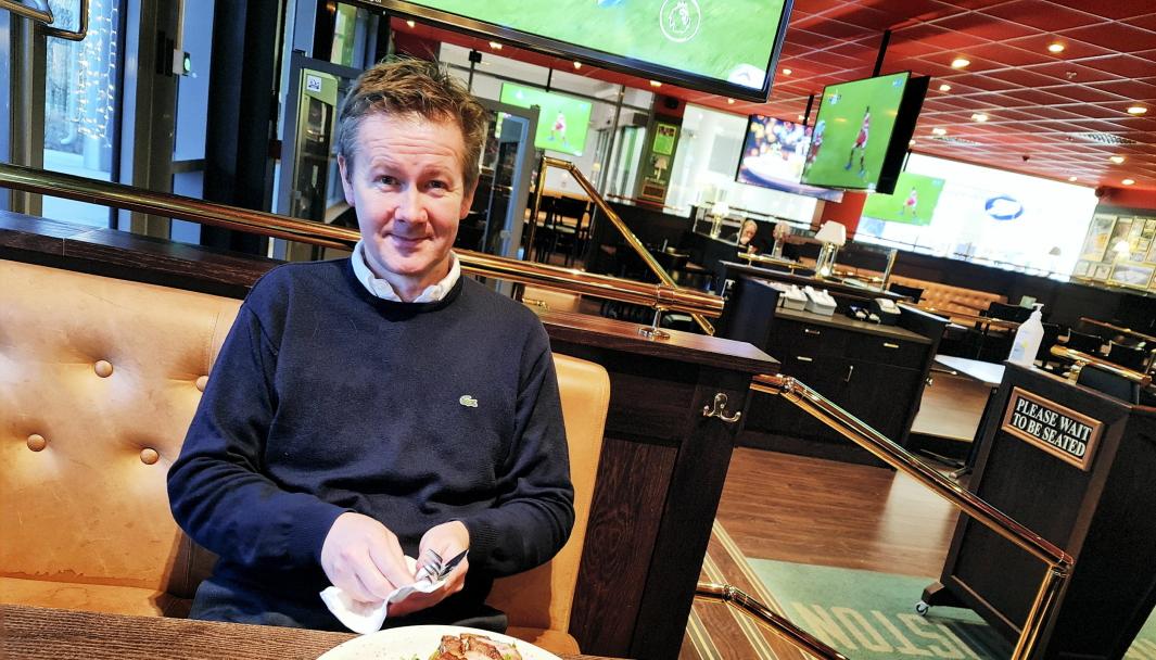 JULEMENY: Eier Geir Sjøvold er spent på om gjestene vil komme til restauranten hans selv om alkoholserveringen er borte for en periode.
