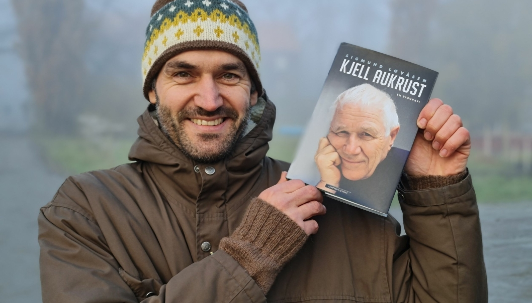 KRITIKERFAVORITT: Sigmund Løvåsen har jobbet i 2 1/2 år med biografien om Kjell Aukrust. Nå høster boken svært gode kritikker.