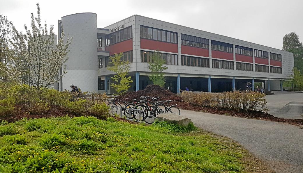 RØDT NIVÅ: Ungdomsskolen på Fløysbonn er en av skolene som går til rødt nivå fra tirsdag 17. november.