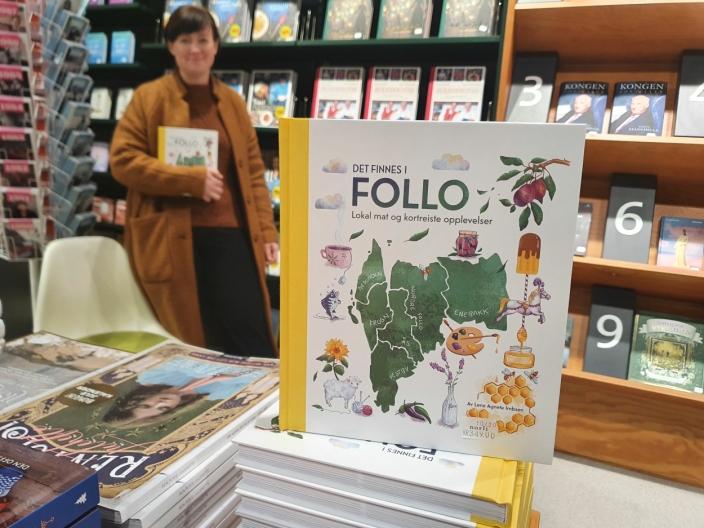 """SELGES LOKALT: De lokale utsalgsstedene av """"Det finnes i Follo"""" er bokhandelen Norli på Kolbotn torg og Gårdsbutikken på Svartskog."""