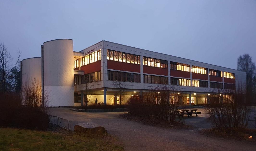 FLØYSBONN: På bildet kan du se Fløysbonn skole, som er en av de totalt fire ungdomsskolene i tidligere Oppegård. Foto: Yana Stubberudlien.