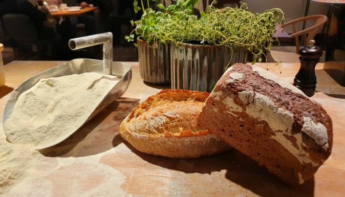 BAKSTEN: Baker Nordby Myrvoll selger alt fra dansk rugbrød, surdeigsbrød og baguetter som bakes på stedet til kanelboller og ulike kaker som produseres i hovedbakeriet på Hauketo.