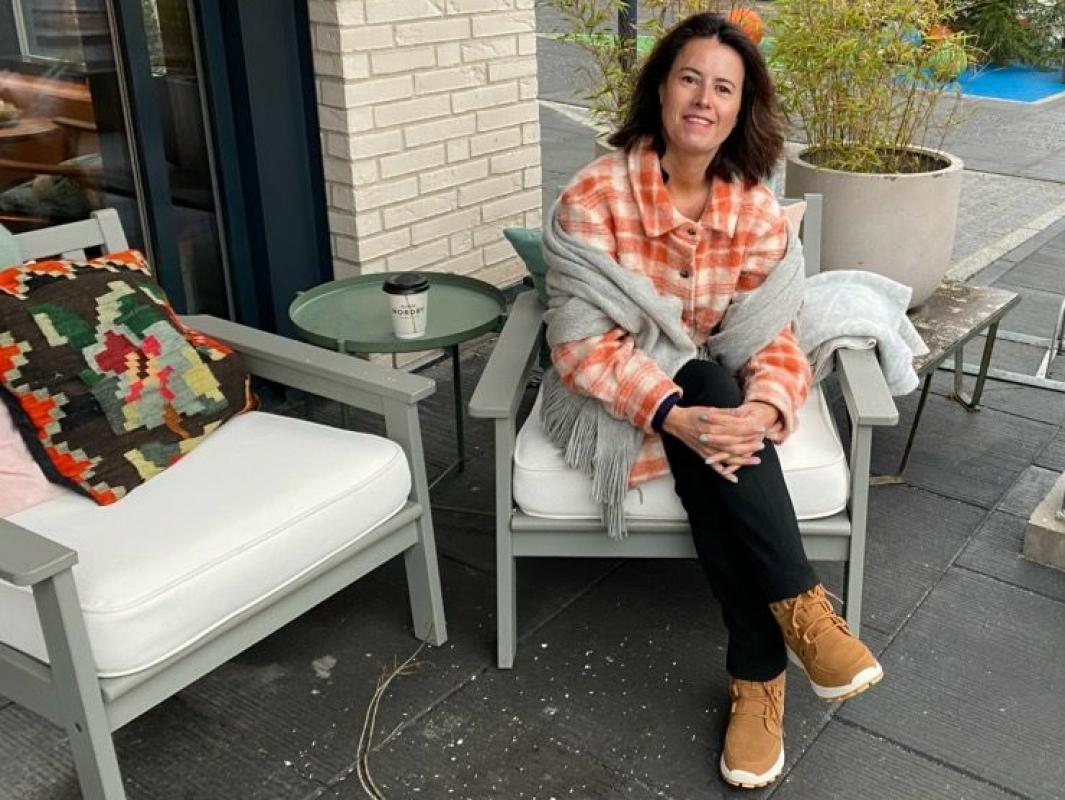KOMMER MED OPPMUNTRENDE ORD: Angelica Gjedrem fra Sofiemyr har skrevet et leserinnlegg hvor hun skriver at det er viktig å tenke positivt i den kjipe tiden vi lever i nå. Foto: Privat