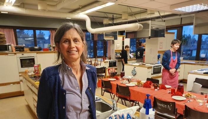 MAT OG HELSE: Faglærer Grethe Gundersen påpeker at det er behov for flere gode spesialrom for ungdomsselevene, slik som på Fløysbonn skole.