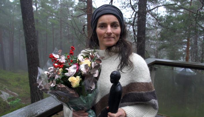 SATT PRIS PÅ: Maja Solveig Kjelstrup Ratkje med pris og blomster etter den spesielle utdelingen på Svartskog.