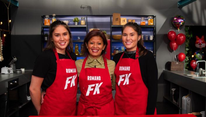 TRIOEN: På bildet kan du se familien Romano ved Julie, tante Jocelyn og Sarah. Foto: NRK