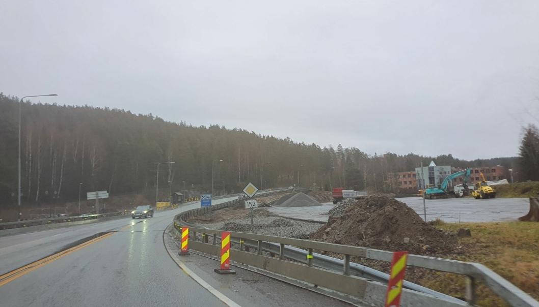 SKAL ÅPNES FOR GJENNOMKJØRING: Den nye rundkjøringen, som skal etableres nord i Lienga og Mastemyrveien, vil føre til at næringsfeltet i Lienga skal åpnes for gjennomkjøring. Foto: Yana Stubberudlien