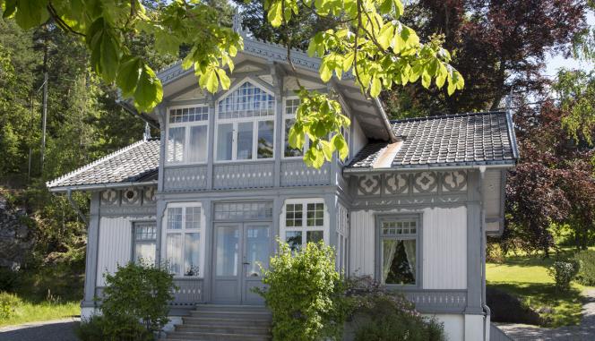IDYLLISK: Uranienborg ligger idyllisk til helt nede ved kanten av Bunnefjorden på Svartskog.