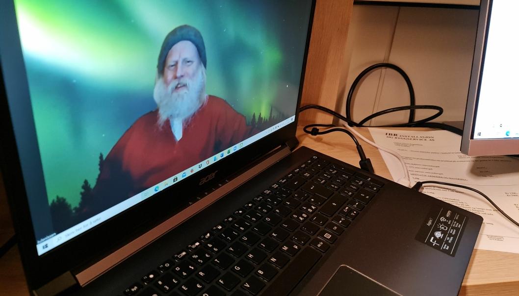 ClicEVENTYRLIG: Med nordlyset som bakgrunn skapes det trolsk stemning i nettnissingen.k to add image caption