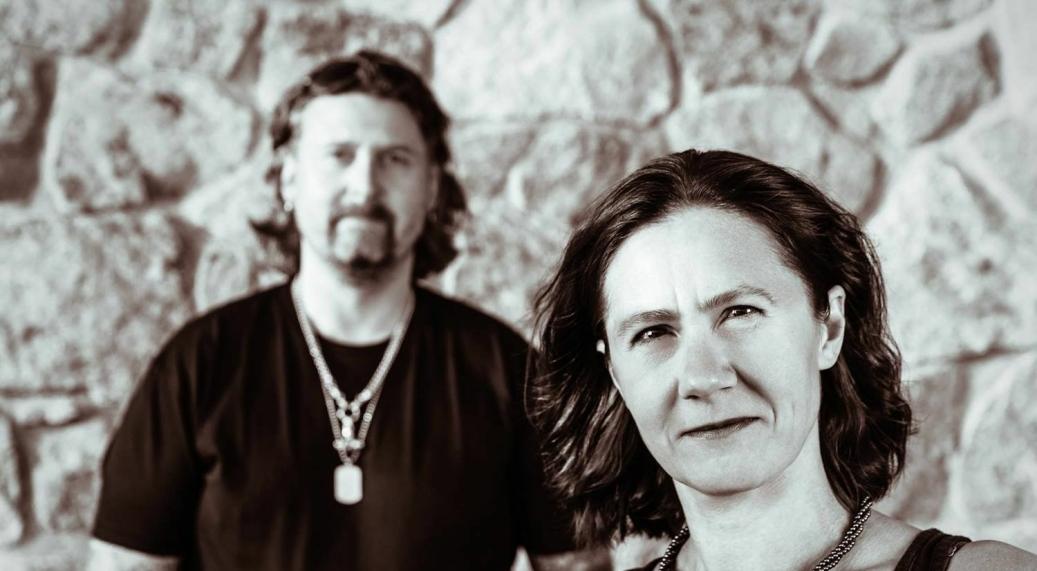DUO: Astraea Antal fra Greverud utgjør den ene halvdelen av duoen Monument Alley. Hun spiller fløyte, mens Erlend Engebretsen fra Tofte i Hurum trakterer tangentene.