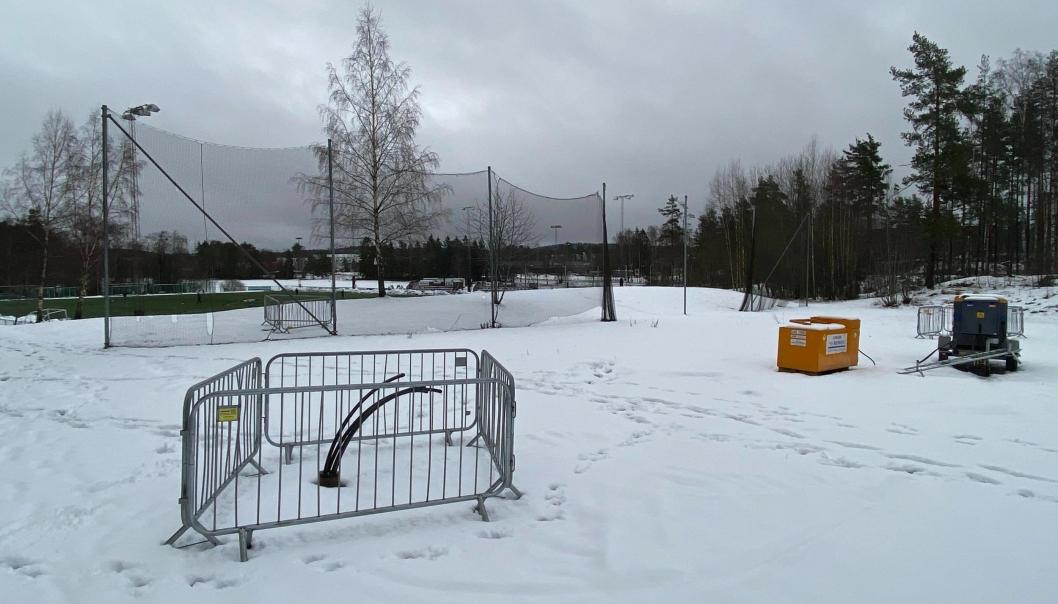 PRØVEBORING PÅ TØMTEBANEN: KILs forprosjekt med energiløsningen ble satt i gang i september 2020 og det har nylig blitt gjennomført prøveboring på Tømtebanen for å sjekke berggrunnen på stedet. Foto: Erik Manshaus
