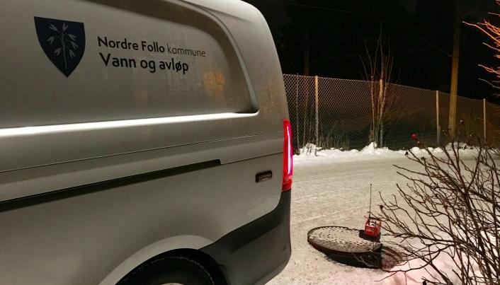 NY VANNLEKKASJE: Lørdag ettermiddag ble det påvist en ny vannlekkasje i Solbråtanveien. Foto: Privat