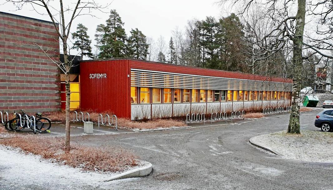 SLITT: Sofiemyr skole er under jevnlig inspeksjon for muggsopp. De nye paviljongene skal etableres ved siden av skolen.