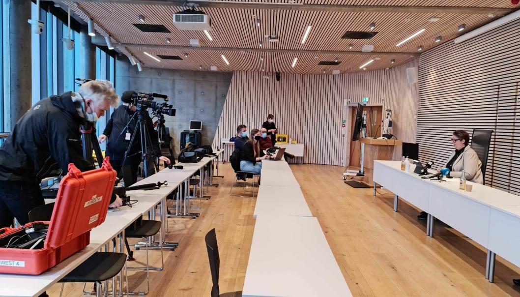 PRESSEOPPBUD: Både lokal- og rikspresse var til stede på pressekonferansen i Nordre Follo rådhus tidlig lørdag ettermiddag.