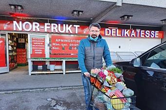Tilbyr gratis hjemlevering av matvarer og blomster